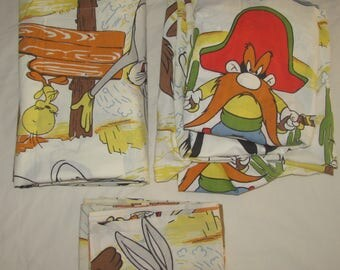 Vintage Looney Tunes Twin/Standard Flat, Fitted Sheets and Pillowcase - Set of 3 - Bugs Bunny, Roadrunner, Yosemite Sam, Sylvester, Etc.
