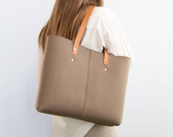 Wool Felt TOTE BAG / taupe tote bag / shopping bag / womens bag / felt shoulder bag / carry all bag / made in Italy
