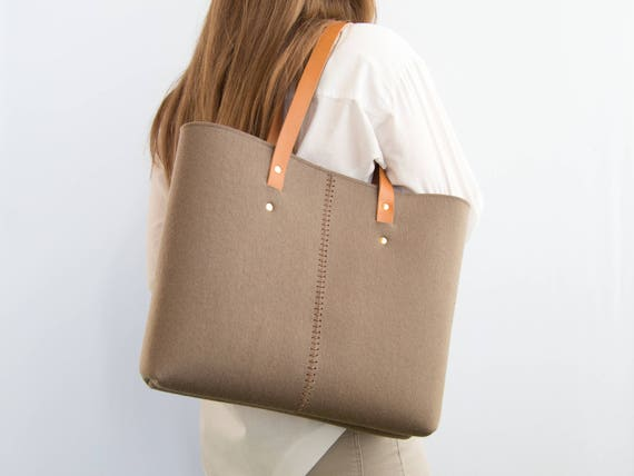 Wool Felt TOTE BAG / taupe tote bag / shopping bag / womens bag / felt shoulder bag / carry all bag / made in Italy
