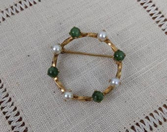 Vintage 60s Warm 12KT Yellow Gold-Filled Jade and Pearl Circular Twist Brooch
