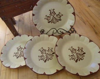 Pfaltzgraff Village Ruffled Salad plates  Good to Very Good, Discontinued Set of 4 included China Galore Diner Bistro supply