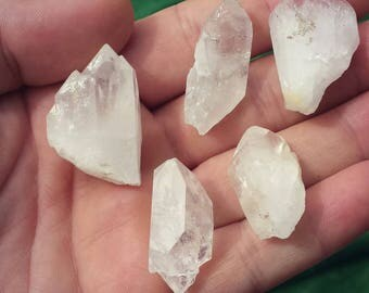 One natural quartz crystal point