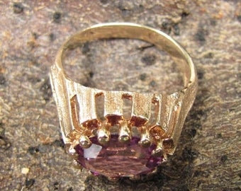 DEADsy LAST GASP SALE Volcanic  : Vintage Oval Alexandrite or Color Change Sapphire Gold Ring, 1960s - 1970s Gold Gemstone Ring Purple