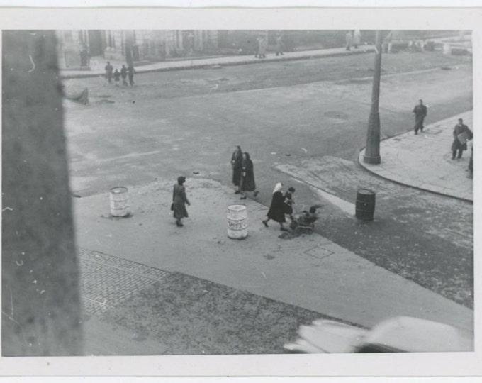 Vintage Snapshot Photo: Dublin, Ireland 1952 (611524)