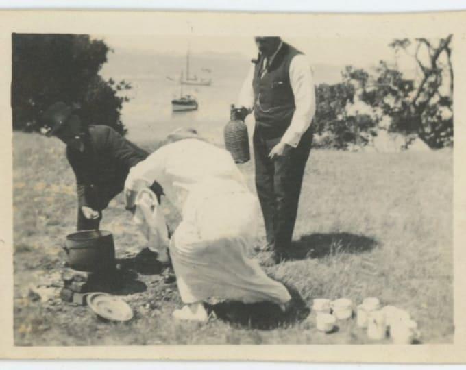 Vintage Snapshot Photo: Picnic, 1910s (612530)