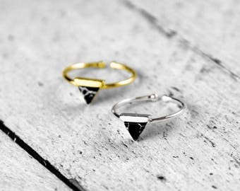 BLACK TRIANGLE ring with triangle and marble | silver
