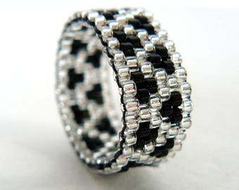 Black and Silver Beaded Ring, Zig Zag Pattern, Unisex Beadwoven Band, Narrow Bead Ring, Made To Order, Bead Weaving, Metal Free