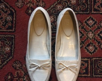 Vintage Cream Leather Loafers - Women's size 8