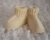 Baby Booties Unisex Boots New baby GiftBoots Slippers Crib Shoes Pram Shoes Cream Knitted Boots