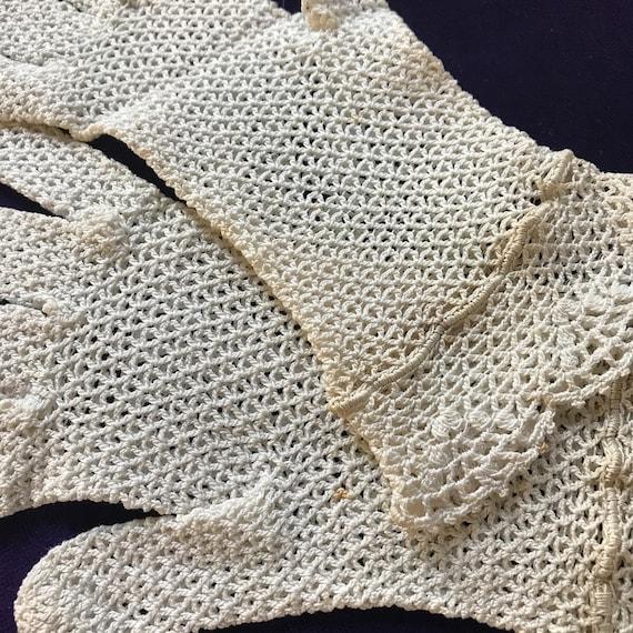 vintage lace gloves cream crochet shorties wrist length size 5 small petite vintage wedding bridesmaid evening 1950s 1940s lacy bridal