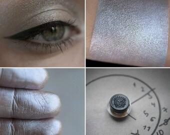 Eyeshadow: Freezing Time - Mountain Thorp. Warm silver satin eyeshadow by SIGIL inspired.
