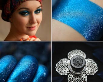 Eyeshadow: Shining night rider - Undead. The blue shimmer eyeshadow by SIGIL inspired.