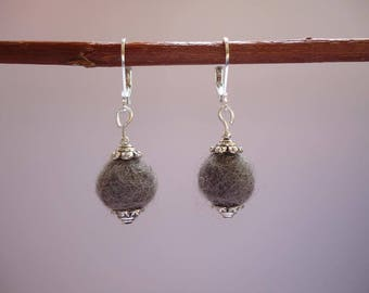 Silvery and grey earrings with a wool bead - Gypsy chic jewelry - Bohemian style