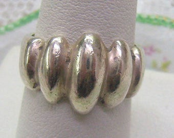 Sale...Lovely Vintage Sculptural Sterling Silver Ring...Size 7 3/4 To Size 8...Weighs 9.28 Grams...His Her Sterling Ring