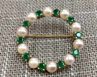 Classic 14K Yellow Gold Pin With  White Pearls And Emerald!!!!