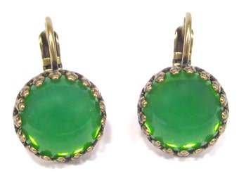SoHo® earrings Bohemia glass green opal Handmade glass stones crownsetting antique gold made in cologne germany