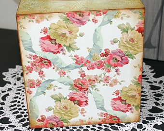 Kleenex Box Cover, Floral Tissue Box Cover, Decoupaged Tissue Box, Square Tissue Box, Decorative Tissue Box