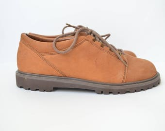 brown lace up leather hiking shoes 80s // 37