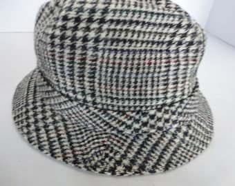 Vintage Houndstooth Traveler by Country Gentleman
