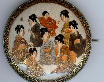 ANTIQUE JAPANESE Meiji Satsuma porcelain seated GEISHA figures pin brooch*