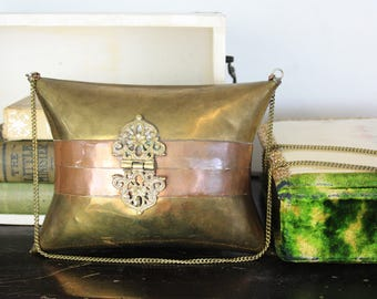 Vintage Metal Ornate Renaissance Steam Punk Round Pill Box Gold Brass Style Crossbody Purse G24