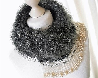 Soft accessories in grey with beads