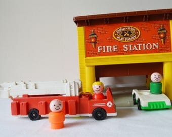 Vintage FISHER PRICE Play Family Fire Station | Vintage 1980s / # 928