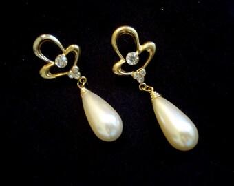 TEARDROP PEARLS Long Gold Dangle Pierced Vintage Earrings A+ Condition #284