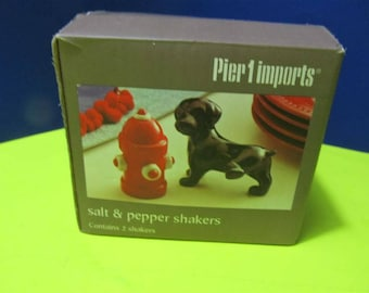 Pier 1 Imports Ceramic Dogs Puppies Puppy Fire Hidrant Salt & Pepper Shakers Animal In Box