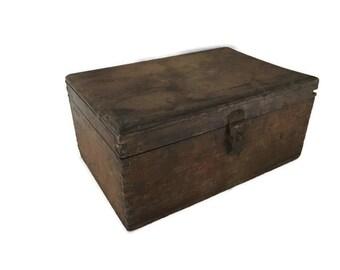 "Vintage Dovetail  Wooden Box, Primitive Wooden Box 8.5"" x 5.5"" x 4"""