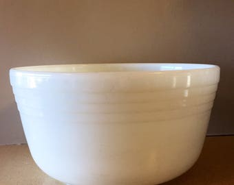 Large (4 qt.) Vintage 1940s Milk Glass Pyrex Hamilton Beach Mixing Bowl | Pyrex, Milk Glass, Racine Wisconsin, Americana, Made in USA