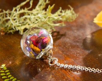 Blumen in glaskugel schmuck