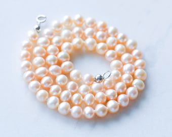 Pearl necklace, peach pearl necklace