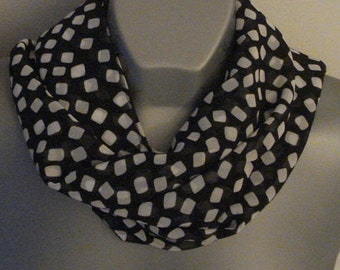 Plaid black and white Infinity scarf, lightweight Chiffon, Loop neck scarf, Women fashion, geometric double side scarf, unique gift for her