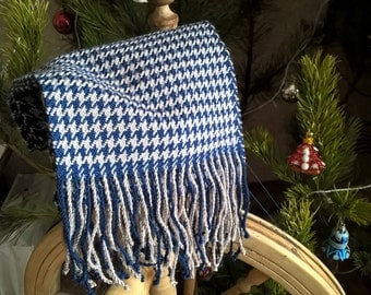 Dark blue with beige cell scarf