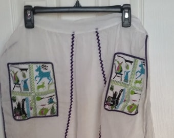 Vintage Hostess Apron with Patterned Fabric Pockets
