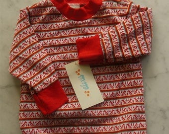 Let the trumpets blow!!! Darling little 1960s vintage knit shirt! Dead stock / new old stock!!! Cute!!!