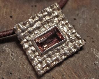 Silver pendant with tourmalina