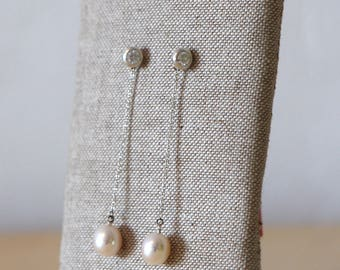 Hanging earring with Pearl and cubic zirconia.