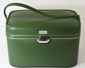 Vtg 1960s Amelia Earhart Green Train Case Cosmetic Make Up Carry On Luggage