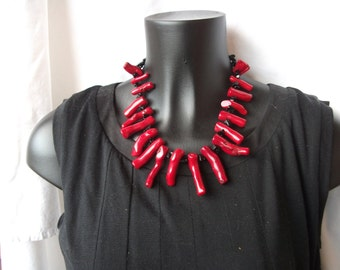 Necklace roots of Red coral, onyx and black corals.