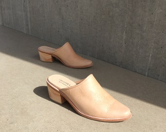Tan Leather Mules Sizes 6 and 11, Pale Pink Leather Pointed Mules Clogs, US Sizes6 11 Made in USA, Handmade Leather Mules Made in USA
