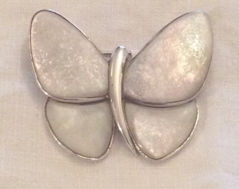 Stunning 925 Silver and mother of pearl vintage butterfly brooch