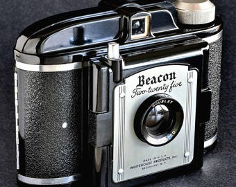 Beacon Two-Twenty Five w 75mm Coated Doublet Lens Bakelite Camera MiNTY !