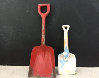 Toy Sand Shovel - Vintage 1950s Childs Toy - Metal Shovel - Beach Decor - Collectible - Display - Rubber Sand Shovel - Prop