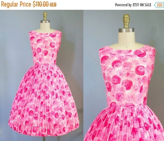 SALE 15% STOREWIDE 1950s rose print dress/ 50s pink cotton floral sundress/ extra small xs