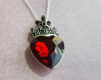 Evie's heart and crown necklace