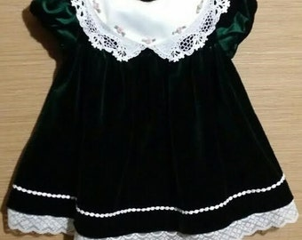 Little baby girl green velvet hoilday Christmas dress, with large lacy collar.