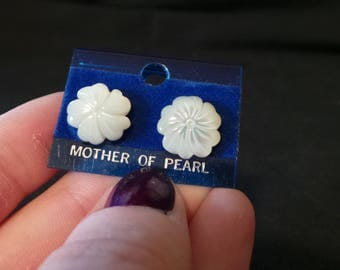 NEW Vintage Mother Of Pearl Carved Shell Flower Stud Earrings