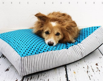 Dog bed, dog, cat, sleeping, pillow, dots, turquoise, blue, stripes, shabby, vintage, puppy, cat bed, cozy, gray, cuddly